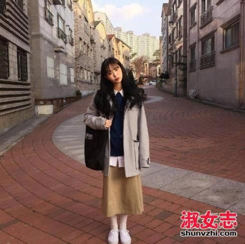 资讯生活冬季女生甜美风搭配 矮个女生穿法